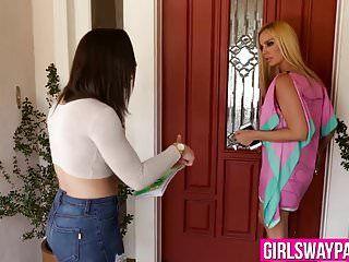 Seductora adolescente de edad legal y lesbiana mayor hottie tienen una fiesta sexual pervertida