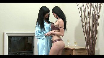 Lesbian hotties giving a kiss porn