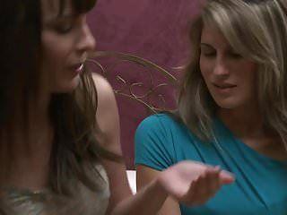 Dana DeArmond e Kara costano un fantastico porno lesbo