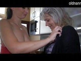 Guarda il sesso lesbo più vecchio e osceno con un angelo più giovane