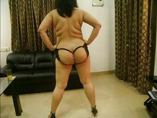 Hawt indian gal erotic undressed dance