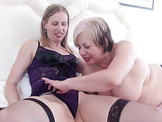 2 doxies lesbo più vecchi e immodesti