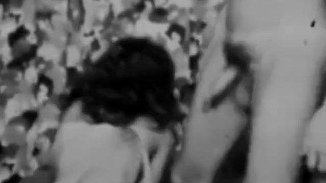 Porno blanco y negro con una apasionada chica anal