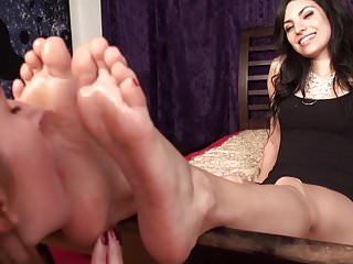 Rosa receives her flawless feet worshipped