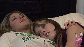 Lesbo querida âmbar persiga a sedução de Kayla Paige