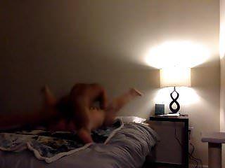 Bbw tomando una gran polla negra mientras las piernas se abren a la chica